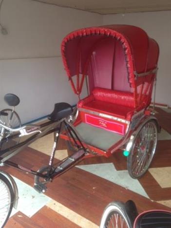 Original Fahrrad Rikscha aus Asien rot wunderschoen mit Faltdach Meckenheim